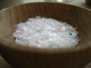 Наводим чистоту с помощью соли: 10 универсальных методов