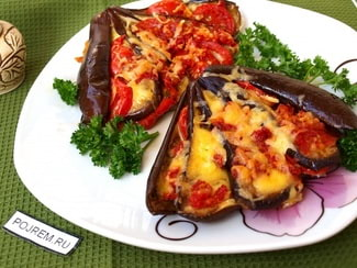 Запечённые баклажаны с сыром и помидорами
