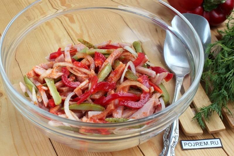 салат с готовой свининой