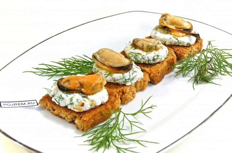 Мини-бутерброды с мидиями