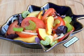 Салат из помидоров с сельдереем