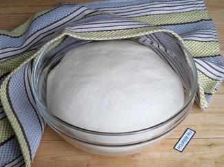 Быстрое дрожжевое тесто для пиццы на воде (с сухими дрожжами)