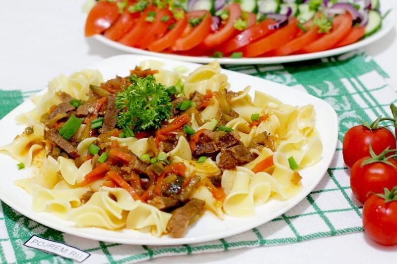 Блюдо из сыра макарон сосисок и