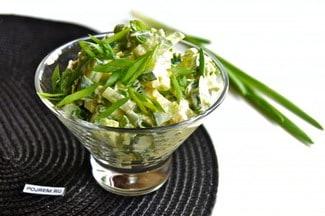 Салат с огурцом, яйцом и луком