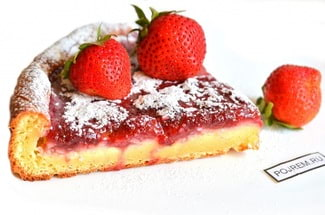 Творожный пирог с вареньем в духовке