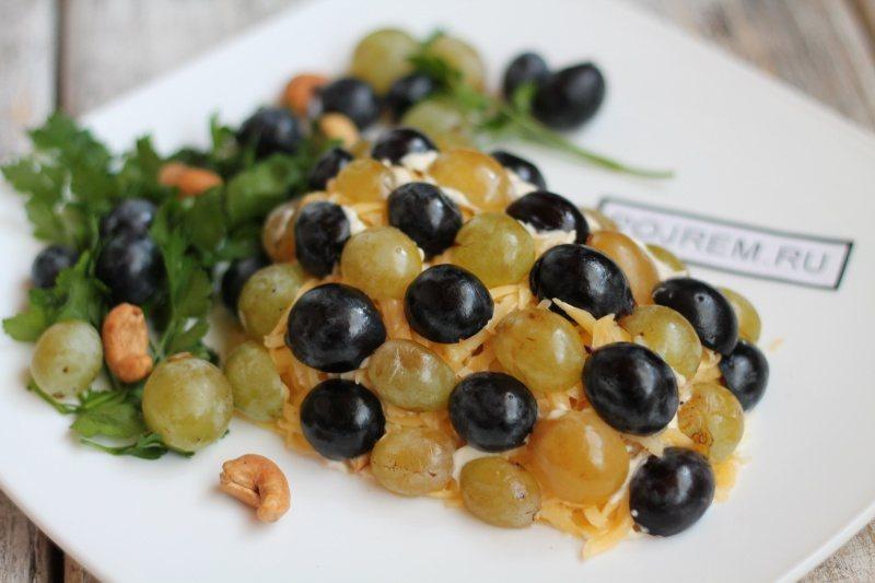 рецепт салата из грудки с виноградом и