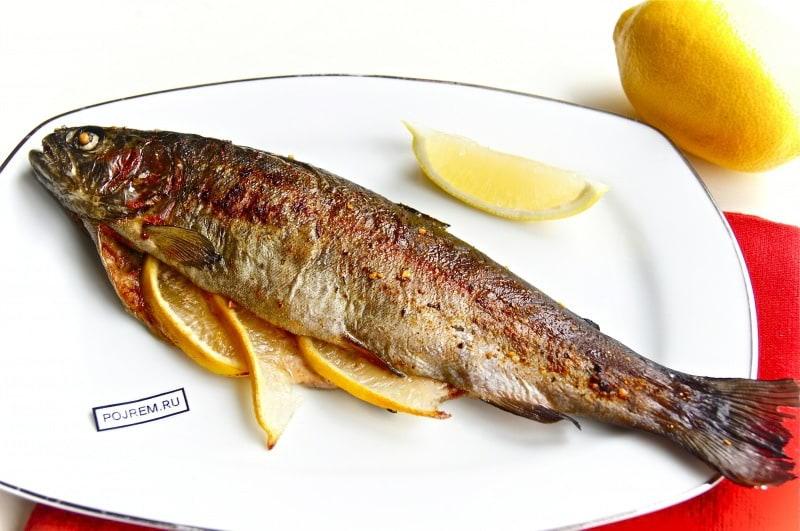 рыба, запеченная с лимоном