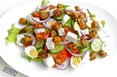 Салат цезарь с красной рыбой простой рецепт