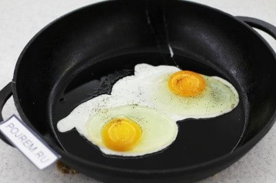 Как сделать яичницу с сыром фото 942