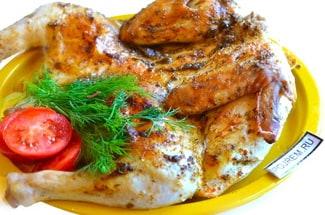 Цыпленок, запеченный в духовке целиком