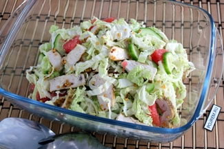 Салат с куриной грудкой и огурцом