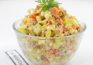 Салат оливье с колбасой