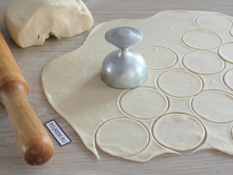 Тесто для домашних пельменей : пошаговые рецепты с фото