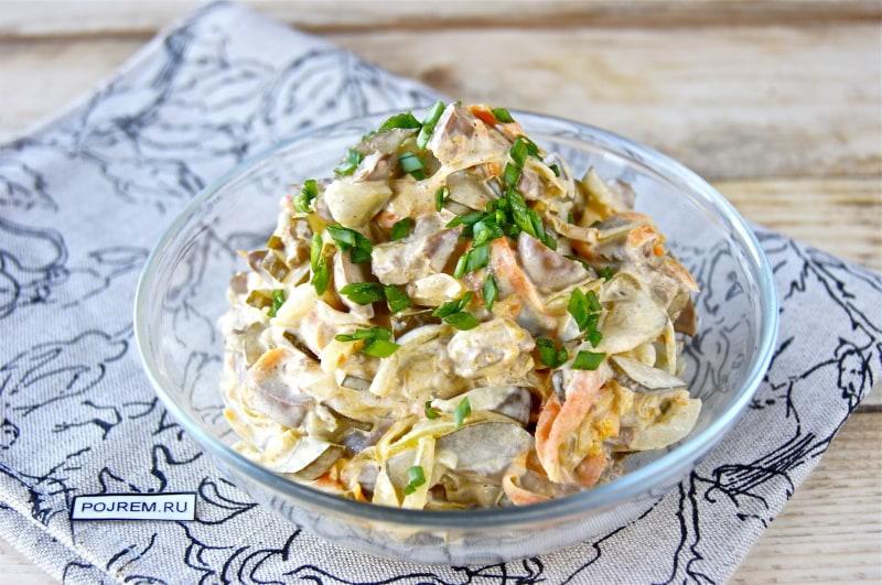 салат печеночный с солеными огурцами