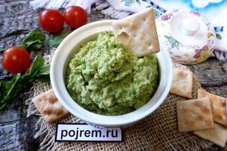 Дип из зеленого горошка с орехами