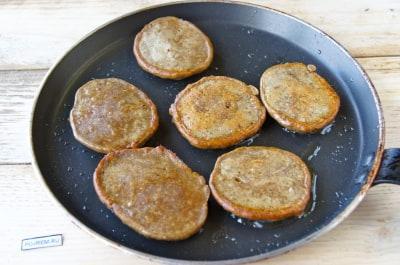 Как приготовить печень куриную на сковороде со сметаной пошагово