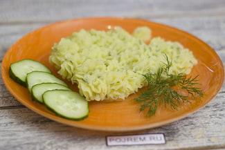 Картофельное пюре с чесноком и зеленью