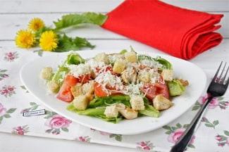 Простой рецепт салата цезарь с курицей в домашних условиях