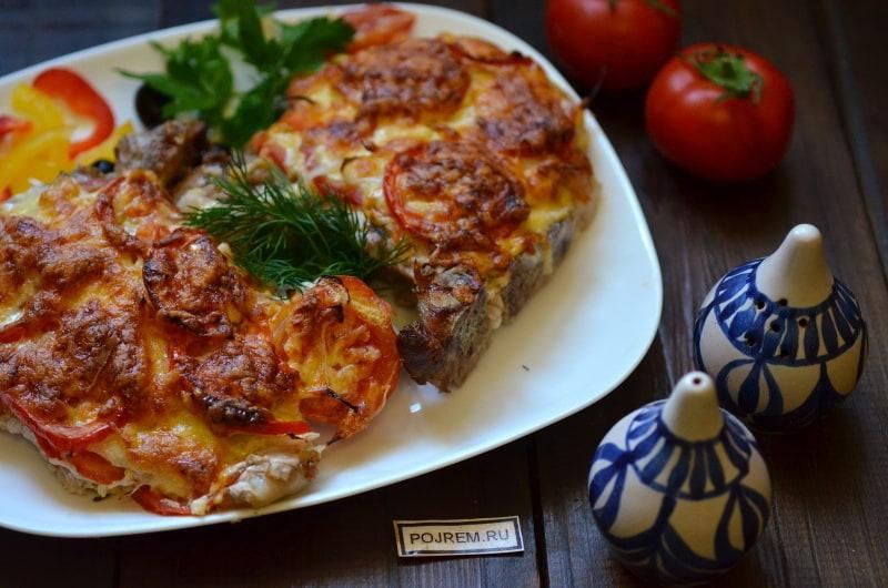 отбивные из свинины в духовке с помидорами и сыром