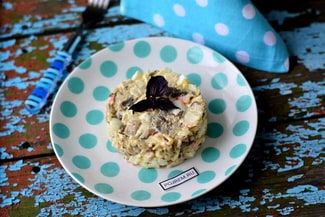 Салат из грибов, яиц и крабовых палочек
