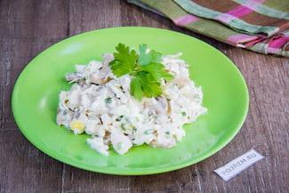 Очень вкусный салат из кальмаров с грибами
