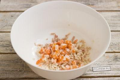 Очень вкусный салат с кальмарами с креветками рецепт