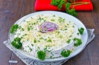 Простой салат с красной рыбой