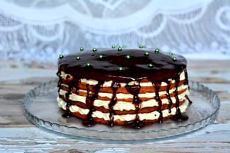 Хорошо застывающая шоколадная глазурь для торта из какао
