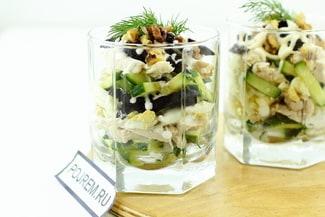 Салат «Дамский каприз» с курицей и черносливом