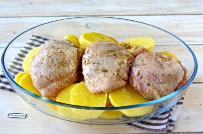 Куриное бедро рецепт соевом соусе с картошкой