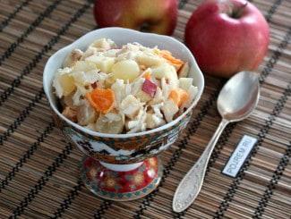 Салат из фруктов (яблоки, виноград, мандарины, бананы)