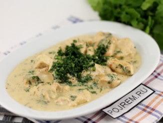 Куриное филе в сметанном соусе на сковороде