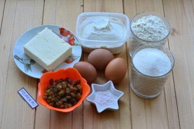 Рецепт: кекс творожный с изюмом