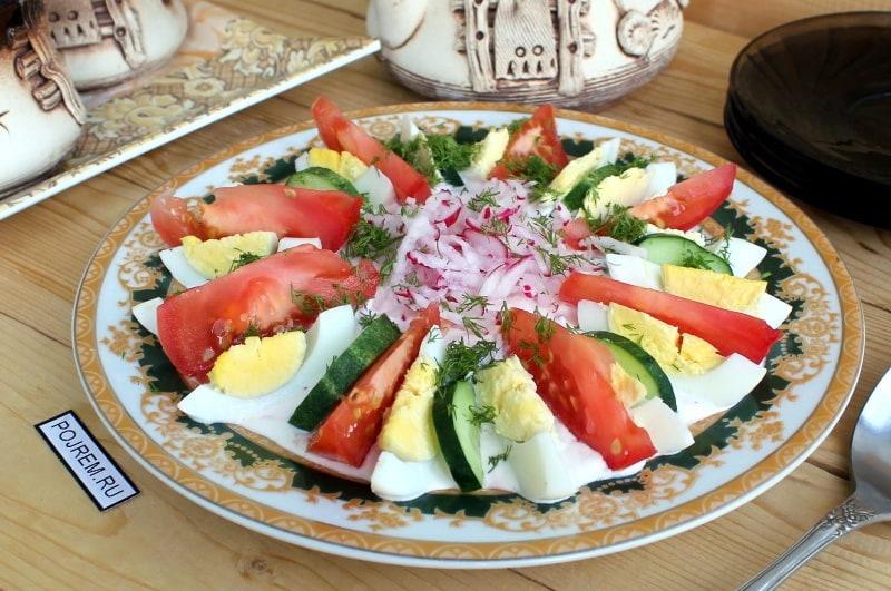 салат с яйцами и помидорами
