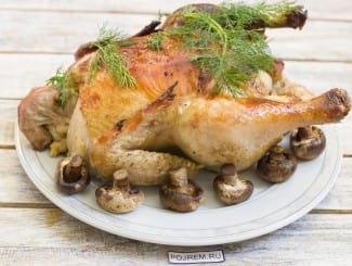Целая курица с грибами в духовке