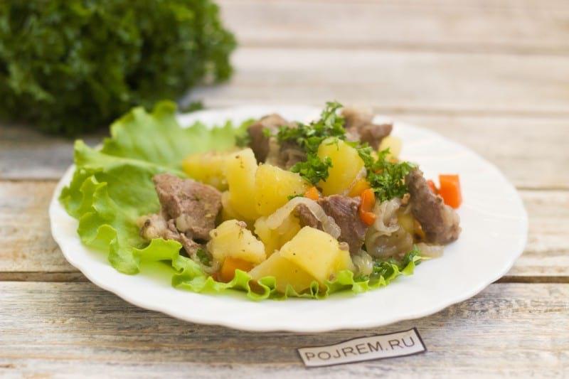мясо с овощами в горшочке