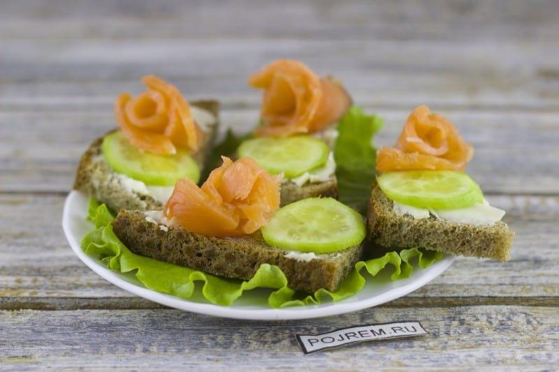 бутерброды с семгой и огурцом