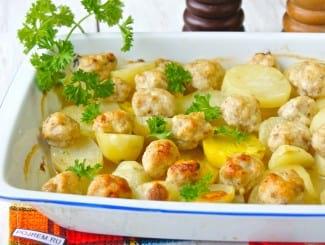 Картошка с фрикадельками в духовке