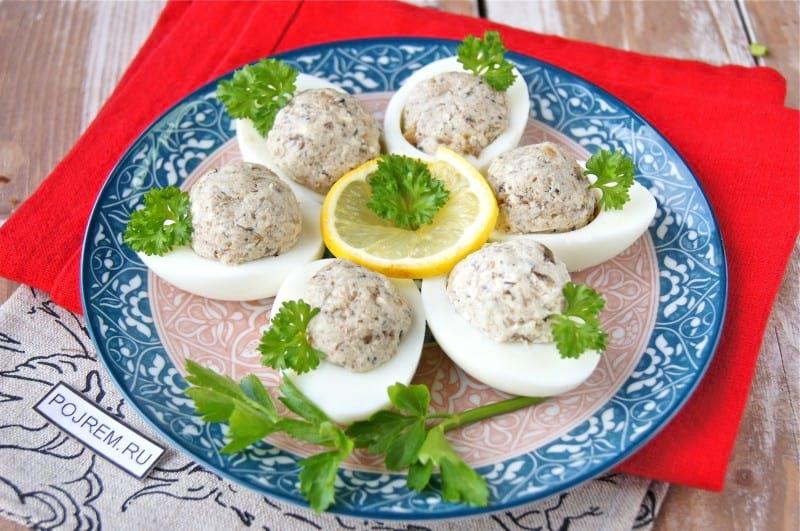 яйца, фаршированные шпротами