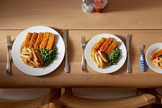 Как нужно есть за новогодним столом, чтобы и себе не навредить, и наесться вдоволь